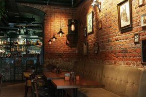 Кафе «Фартук» работает на Рубинштейна уже 8 лет — а недавно команда открыла свой ресторан. Как они запускали первое заведение и зачем создали еще и музыкальный лейбл