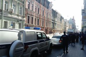 В петербургский штаб Навального пришла полиция. Задержали 15 человек