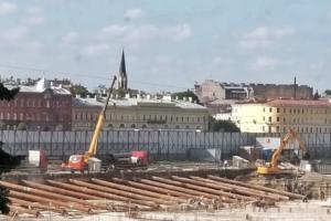 Как сейчас выглядит бывший Судебный квартал, где построят арт-парк. Одно фото со строительной техникой