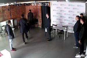 В штабах Навального в Петербурге и других городах прошли обыски — они могут быть связаны с делом об отмывании денег. Что об этом известно
