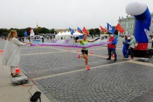 Как десятки людей бежали от Пушкина и Пулкова до Дворцовой, несмотря на дождь и холод. 14 фото и видео с марафона «Пушкин — Петербург»