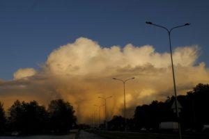 Петербуржцев напугал ураган «Мортимер». Штормовой ветер сносил деревья, светофоры и дорожные знаки, а реки выходили из берегов