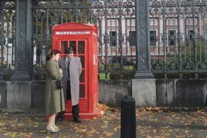 В центре Петербурга снимают фильм о советских футболистах в Англии. На площадке есть двухэтажный автобус и красная телефонная будка!