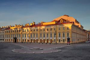 Бесплатные показы опер, видео-арт на фасаде Михайловского театра и лекции: в Петербурге проходит фестиваль «Digital Opera 2.0»