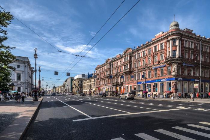 В Смольном предлагают снизить лимит скорости на Невском проспекте до 50 км/ч. А на некоторых дорогах в центре города — до 30