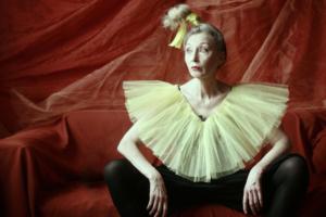 56-летняя петербургская модель сама шьет костюмы и участвует в тематических фотосессиях. Вот фото ее образов: от Шапокляк до миссис Хадсон