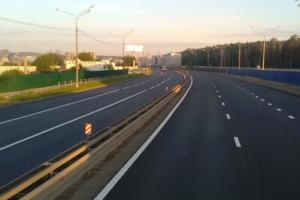 Проезд по трассе М-11 между Москвой и Петербургом будет стоить от 1300 рублей, пишут «Известия»