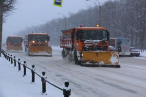 В Петербурге после первого снегопада проверили готовность коммунальных служб. Часть нового оборудования еще не приняли