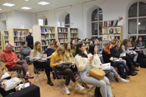 Стендап-клуб, библиотеки и джаз-бар: 8 мест в Петербурге, где можно практиковать английский