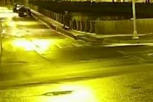 Камера наблюдения сняла, как подозреваемый в убийстве историк Соколов выбрасывает в Мойку пакеты. Предположительно, так он избавлялся от улик