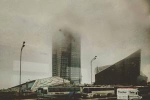 Посмотрите, как «Лахта Центр», дамба и КАД растворяются в тумане. Тринадцать фото и видео