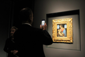 «Мадонна Литта» в шестой раз покинула Эрмитаж. Как картину готовили к выставке в Милане и что покажут в Петербурге во время ее отсутствия