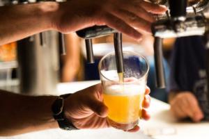 На улице Восстания откроют бар, в котором официанты будут хамить и материться. Обновлено