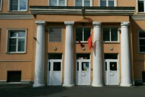 В Петроградском районе эвакуировали гимназию из-за химического запаха. Он может идти из коллектора. Обновлено