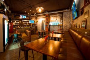 На Литейном проспекте заработал бар «Баревич» с арктической кухней. Там подают стейк из оленины и вяленые креветки