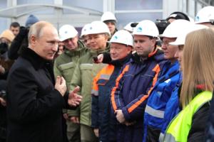Путин целый день провел в Петербурге. Как он открывал М-11 на лимузине, пришел на тренировку по дзюдо и успокаивал плачущую пенсионерку