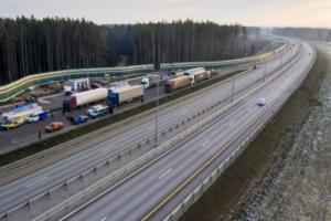 Открылась платная трасса М-11 — по ней можно добраться из Петербурга до Москвы за шесть часов. На строительство ушло 7 лет и больше 500 млрд рублей