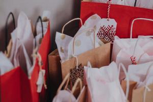 17 распродаж «черной пятницы» в Петербурге — от рассылок «Бумаги» и книг до одежды и билетов в театры
