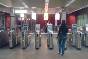 Смольный опубликовал итоговые цены на проезд в метро. Поездка по «Подорожнику» обойдется в 37 рублей, по «Единой карте петербуржца» —в 35