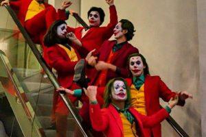 Толпа Джокеров, Фредди Крюгер и Путин. Посмотрите, как прошел фестиваль «Старкон: Хеллоуин»