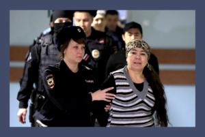 «Упустили террориста, а обвиняют нас!» Как выносили приговор обвиняемым по делу о теракте в метро Петербурга — в репортаже «Бумаги»