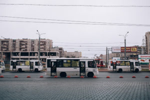 Власти Петербурга разрешили владельцам маршруток повышать цены на проезд до 50 рублей