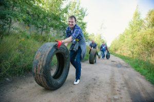 Петербуржец придумал экологический квест со сбором мусора на время — теперь его проводят в 16 странах. История «Чистых игр»