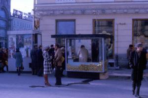 Как менялась торговля в Петербурге? Главные магазины ХХ века, цены на продукты и очереди за одеждой — в спецпроекте «Бумаги» и Joom