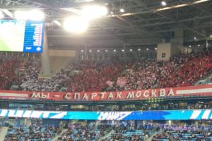 На трибуне «Спартака» в Петербурге включили «глушилки» из-за оскорблений Дзюбы. Фанаты говорят, что некоторых просили прятать символику клуба