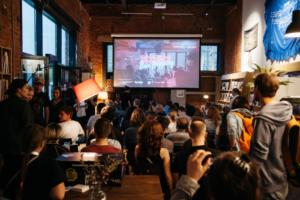 В Петербурге прошел фестиваль Science Bar Hopping. Вот записи лекций в барах — про алхимию и квантовую запутанность