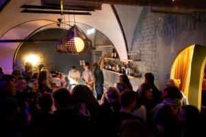 На 8-ой Советской открылся диско-бар от совладельцев «Цветочков» и «Полутора комнат»