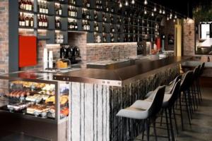 На Обводном канале открылся бар Cork Dork. Им руководит подписчица винной рассылки «Бумаги»