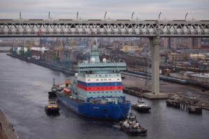 В Петербурге построили самый большой атомный ледокол в мире, но для испытаний ему нужно было пройти под ЗСД. Посмотрите, как это было