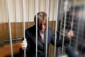 В Гатчине арестовали многодетного отца, подозреваемого в изнасиловании дочери. На суде он рассказал об отношениях с семьей