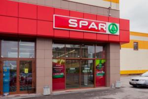 Почему в Петербурге закрываются «Народная семья» и Spar? И что известно о распродажах?