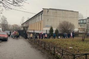 В Петербурге снова эвакуируют суды и школы. «Минирования» продолжаются почти месяц
