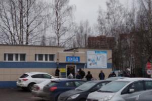 В Петербурге эвакуировали более 20 школ, Елизаветинскую больницу, суды и детские сады