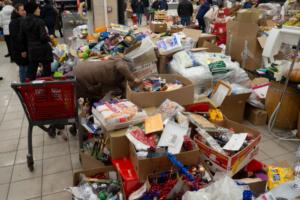 Толпы людей, разбросанные продукты и полупустые витрины. Как закрывались магазины Spar в Петербурге
