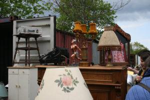 «Блошиный рынок — это музей детства». Социолог рассказывает, почему люди ходят на барахолки и чем продавцы на Удельном отличаются от берлинских