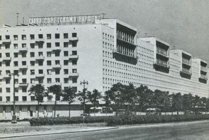moskovskij-univermag-iz-knigi-leningrad.-putevoditel-1978-g.jpg