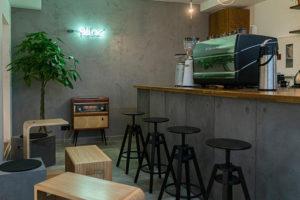 Десять новых заведений декабря и как их оценивают петербуржцы. Инклюзивное кафе, танцевальный бар от владельцев «Цветочков» и ресторан во дворе «Пассажа»