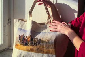 Десять петербургских подарков к Новому году: сумка с картинами из Русского музея, шарф от Покраса Лампаса и письма «Бумаги»