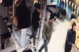 Избившие 18-летнюю петербурженку на Лиговском могут быть сторонниками националистов. Они напали на девушек из-за внешнего вида, называя лесбиянками