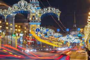 «Как будто сделано для галочки»: читатели «Бумаги» — о новогодних украшениях в Петербурге