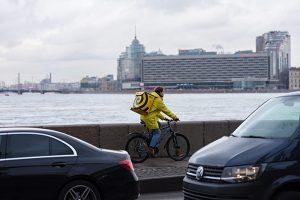 В Петербурге запустилась «Яндекс.Лавка» — доставка продуктов за 15 минут. Как в сервисе ищут подход к местным жителям и с какими локальными производителями работают