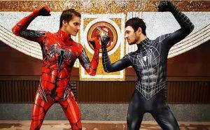 Видели Человека-паука в петербургском метро? Шоу устраивают уже больше пяти лет — артисты висят на поручнях и танцуют с пассажирами