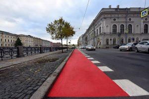 В Петербурге хотели ликвидировать велодорожку на Фонтанке. Она мешает водителям, а велосипедисты  называют ее самым комфортным маршрутом. Кто прав?