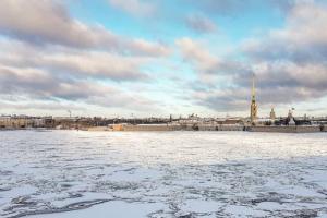 Снег, солнце и голубое небо в Петербурге — отвлекитесь от дел и полюбуйтесь ❄️
