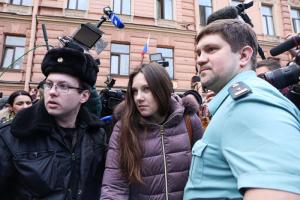 «Всем показали — чиновник всегда прав»: как петербурженку вернули в коронавирусный карантин после недели преследований и трех часов в суде