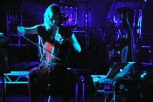 В Петербург с концертом приедет Хильдур Гуднадоуттир. Она написала музыку к сериалу «Чернобыль»